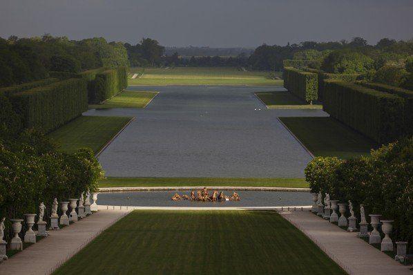 Les jardins de Château de Versailles suspendus au coeur des Aéroports de Paris http://www.pariscotejardin.fr/2014/11/les-jardins-de-versailles-suspendus-au-coeur-des-aeroports-de-paris/
