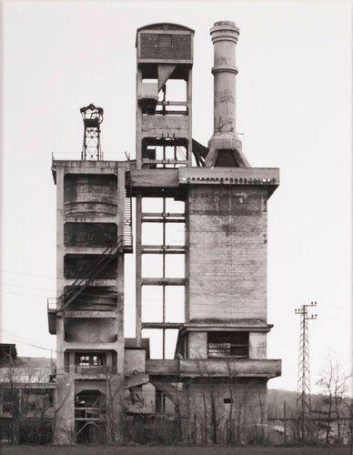 Kalköfen, ca. 1920, bei Manbenge, Nordfrankreich (Lime Kiln, ca. 1920, Manbenge, North France), from the portfolio Industriebauten (Industrial Buildings)
