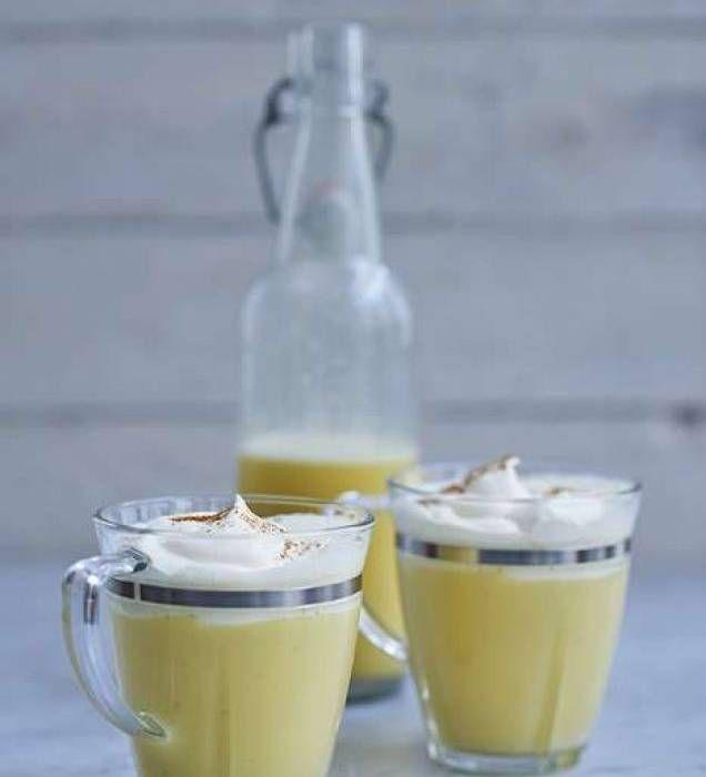 Ägglikör med vanilj och grädde