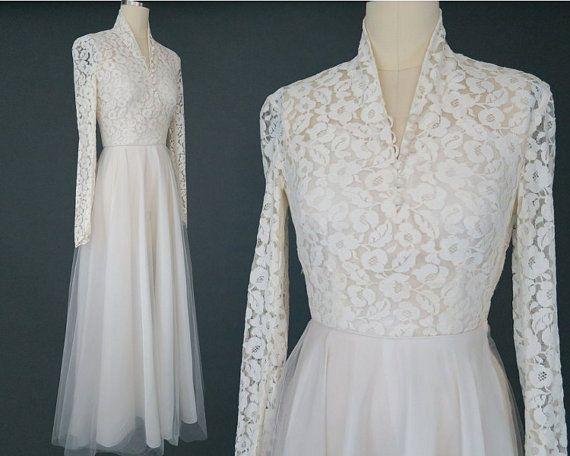 Similar to Kate Middleton's! $200 Vintage 1950s Simple Lace Wedding Dress / Vintage Wedding Gown