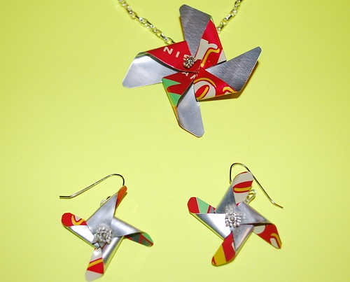 Aluminum Can Pinwheel Jewelry: Pinwheels Necklaces, Trav'Lin Lights, Pinwheels Jewelry, Projects Ideas, Recycled Sodas, Breezi Pinwheels, Aluminum Cans, Recycled Art, Diy Earrings
