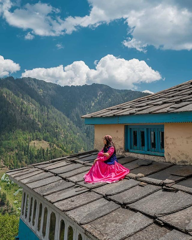Narkanda Shimla Himachal Pradesh Velli Pahadan Who Loves To Sit On The Roof Of The House Gazing Mountain Views India Travel Places Himachal Pradesh Travel