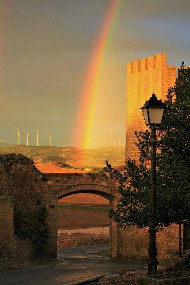 El portal de San Miguel del Cerco de Artajona (Fotografía de Oscar Sanchez) --> http://www.turismo.navarra.es/esp/organice-viaje/recurso/Patrimonio/3111/El-Cerco-de-Artajona.htm