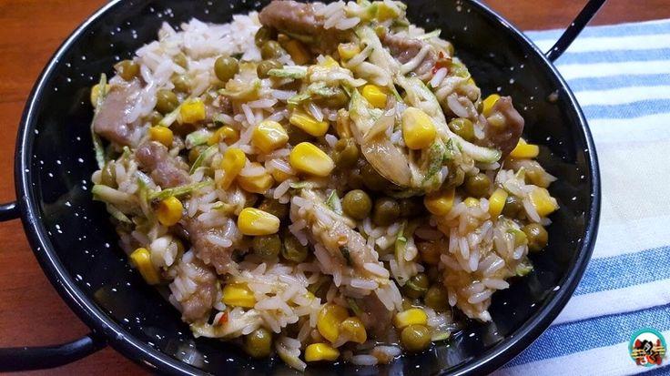 Tiras de ternera con arroz y verduras: Para hoy tengo un rico plato donde combinó la carne con el arroz y las verduras. Un plato con ingredientes crudos y cocinados que nos ofrecer ricos aromas y sabores.