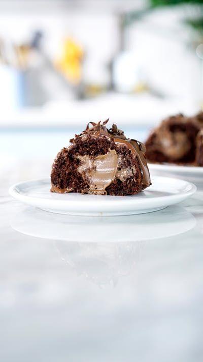 Nada como esse delicioso Bolo Bomba de chocolate Hershey's Ovomaltine pra adoçar a sua vida!