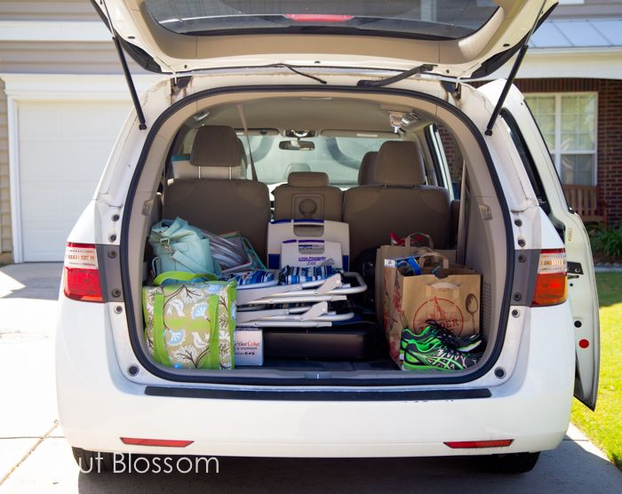 As you prep for your vacation this summer, here's great list of what to keep in your car for the road trip.