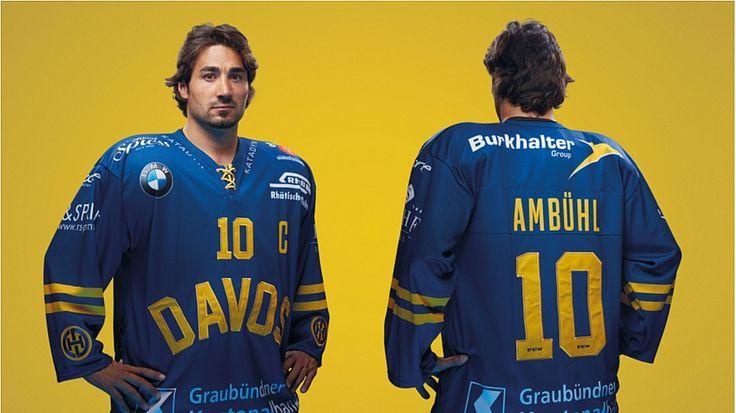 Die Zürcher Werbeagentur hat für den Eishockey-Rekordmeister die Trikots für die kommende Saison entwickelt. Dabei soll es sich um eine Hommage an die Wettkampfbekleidung aus den Anfangsjahren des HCD handeln.