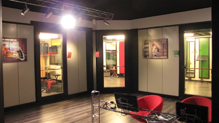 Our fully glazed door allows viewing of  multiple studios from one position.
