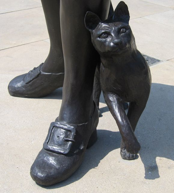 Another statue of Trim, the cat, in Donington, Lincs - geograph.org.uk - 218735.jpg