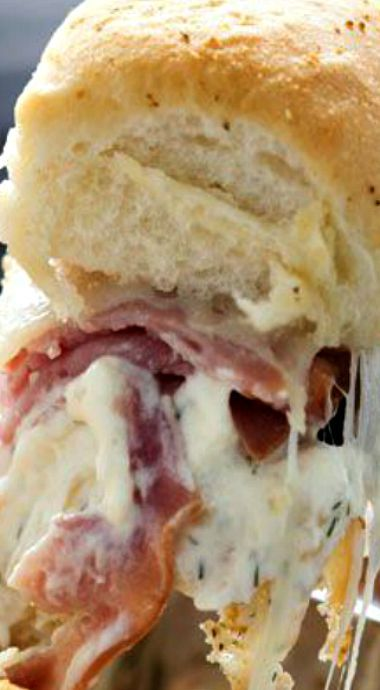 Cheesy Ham and Garlic Sandwich Bake