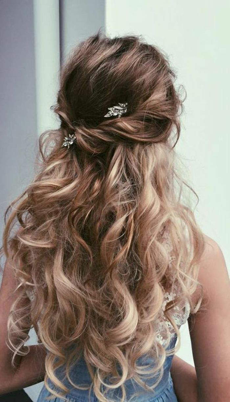 Peinados De Novia Pelo Largo Rizado Medio Recogido Accesorios Para Pelo Hairstylessemir Peinados Pelo Rizado Largo Pelo Largo Rizado Peinados Boda Pelo Largo