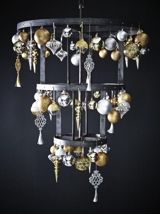 Σας αρέσει η κλασική χριστουγεννιάτικη διακόσμηση; Τα στολίδια σε ασημί και χρυσό δίνουν μια κομψή γιορταστική νότα στο σπίτι.