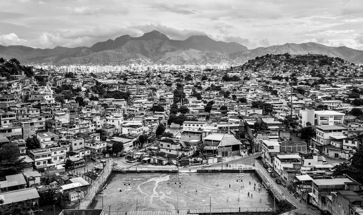 Can amateur journalism bring justice to Rio's favelas?