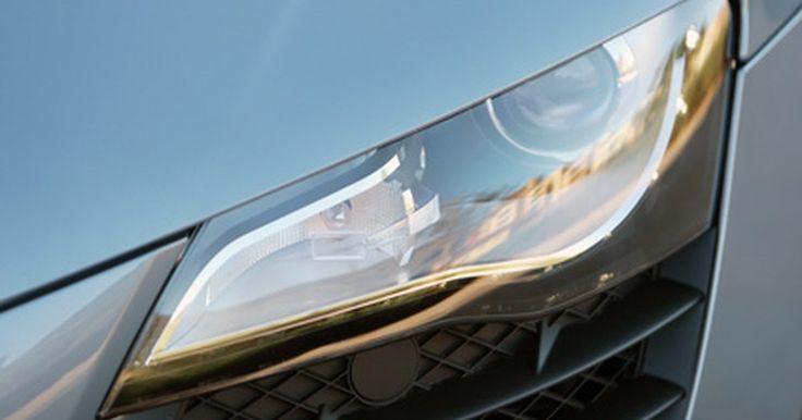 Como trocar a lâmpada do farol de um Jetta . O Volkswagen Jetta usa uma única lâmpada que funciona como uma luz alta e baixa, a qual se encaixa por trás da lente da carcaça do farol. Direção segura depende de boa visibilidade, e com ambos os faróis funcionando de forma eficiente, sua amplitude de visão se expandirá e você estará preparado para tudo que possa acontecer, especialmente em uma ...