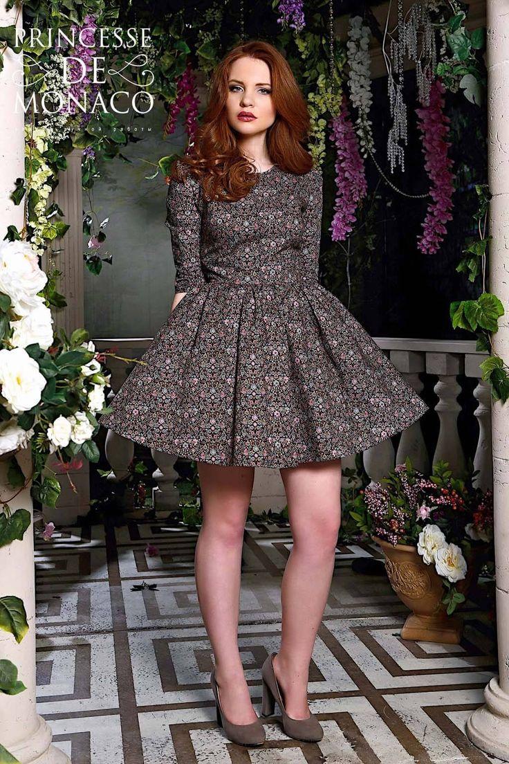 """В нашем интернет -магазине , Вы можете купить черное платье с цветочным принтом. Размеры от 40 до 52. Варианты длины: мини, миди, макси.   Есть детские черные  платья с принтом""""  Посмотреть  фотографии черных платьев с принтом""""  Заказать короткие черные  платья  с цветочным принтом оптом от производителя можно отправив запрос нам на электронную почту, с указанием контактной информации."""