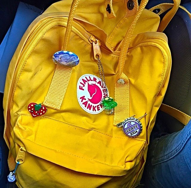 I really want a yellow kanken but idk ?¿