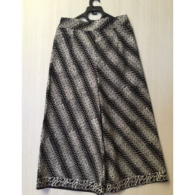 Saya menjual Kulot parang  seharga Rp. 145.000. Dapatkan produk ini hanya di Shopee! https://shopee.co.id/imanggoethnic/73037669 #ShopeeID