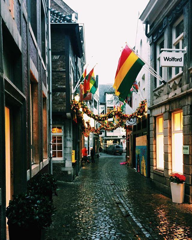 Carnival Festivities 🎭🎠 #thelittlepeachie #maastricht #netherlands #holland #zuid #visitnetherlands #visitholland #visitmaastricht #carnival #karneval #flags #keepitwild #theoutbound #wildatheart #WorldTravel #TravelGram #Traveller #Folk #folkgood #exploretocreate #welltraveled #adventure #narrowstreets by thelittlepeachie. theoutbound #thelittlepeachie #traveller #visitmaastricht #folkgood #flags #carnival #zuid #maastricht #worldtravel #visitholland #holland #wildatheart…