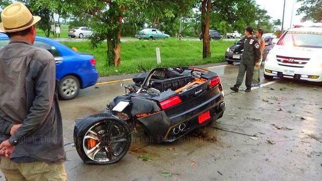 Τροχαίο που κόβει την ανάσα - Lamborghini Gallardo κόπηκε στα δύο [photos] Tο περιστατικό συνέβη στην Ταϊλάνδη. Ο Pitak Riangsima κινείτο με ταχύτητα 150 χλμ/ώρα σε δυνατή βροχή… Ακόμη και αν η LamborghiniGallardo διαθέτει ένα σύστημα κίνησης σε όλους τους τροχούς (AWD), η οδήγηση με υψηλή ταχύτ