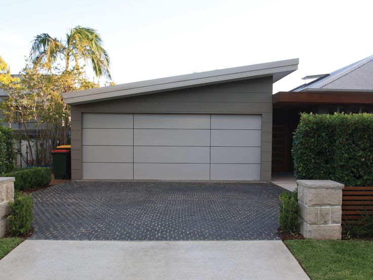 Charcoal Grey Flamed cobblestones supplied by Sareen Stone. www.sareenstone.com.au Make a great first impression with these popular cobblestones in your driveway.