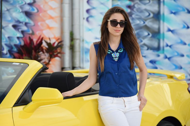 Wynwood Walls – Fleur d'Hiver | Italian fashion blogger in Miami, driving a yellow Cheverolet Camaro to visit Wynwood Walls in Miami.