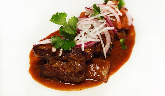 Тушёные говяжьи рёбрышки (Braised Beef Short Ribs – Costilla de Res con Pico de Gallo)