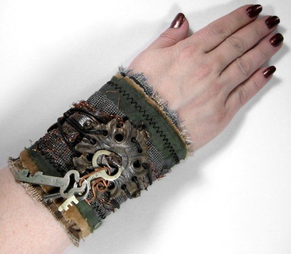 Steampunk Clothing Cuff Industrial Wrist Vintage di edmdesigns