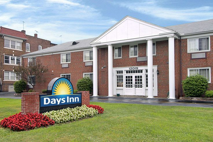 Hotel near downtown Cleveland, Ohio and Lake Erie beaches!