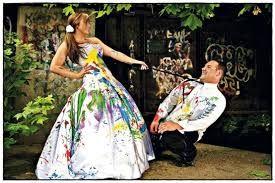In plaats van de zoete lieve mooie foto's iets lekker geks doen met je jurk na je bruiloft dan is dit helemaal in!!  #wedding #love #trouwen #bruiloft #inspiratie #inspiration