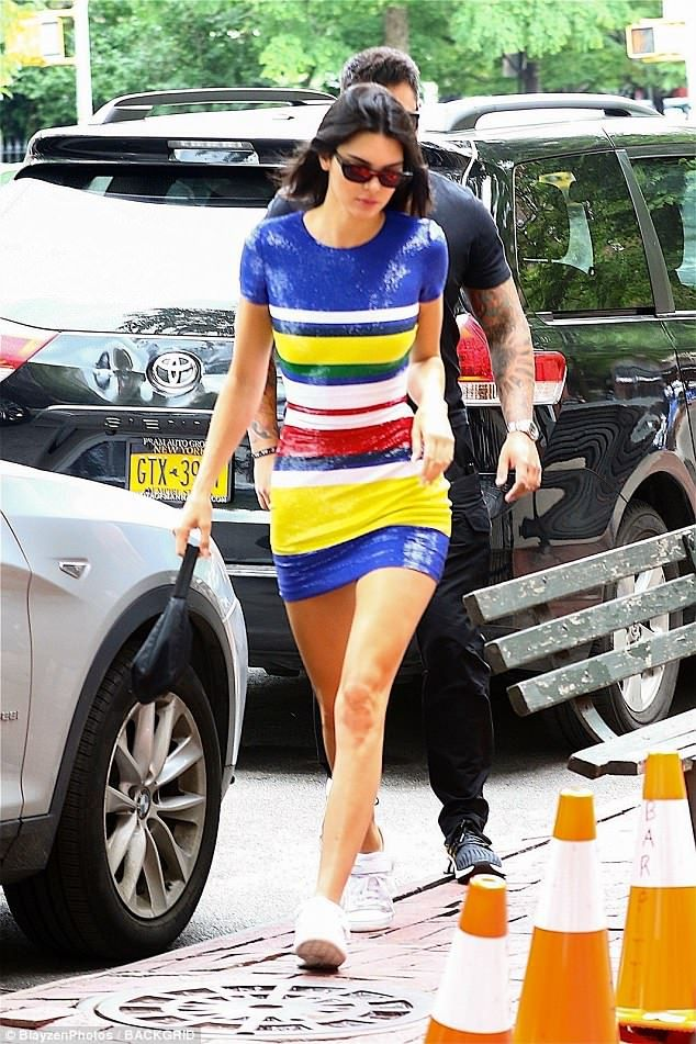 601c28d23e99 Kendall Jenner shows off legs... days after wrapping them around Anwar    Fall   Winter Fashion   Kendall jenner, Kendall, Kendall, kylie jenner