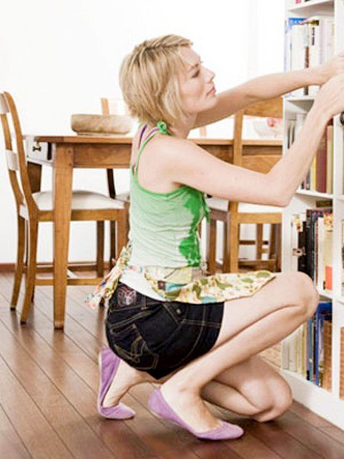 Women mistake Often Do When Cleaning House, Most women often make mistakes that should be avoided when household cleaning supplies. For example, rub tea or coffee spills on the carpet so quickly lost. This could make the stain stick, fur rug damaged, and scar. But avoid the mistakes that home supplies are not getting dirty and easily damaged.