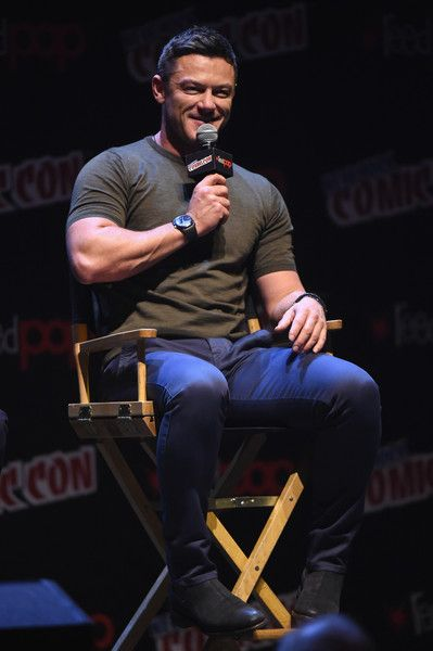 Luke Evans Photos - Luke Evans speaks onstage during the Professor Marston and the Wonder Women Panel at 2017 New York Comic Con on October 8, 2017 in New York City. - 2017 New York Comic Con - Day 4