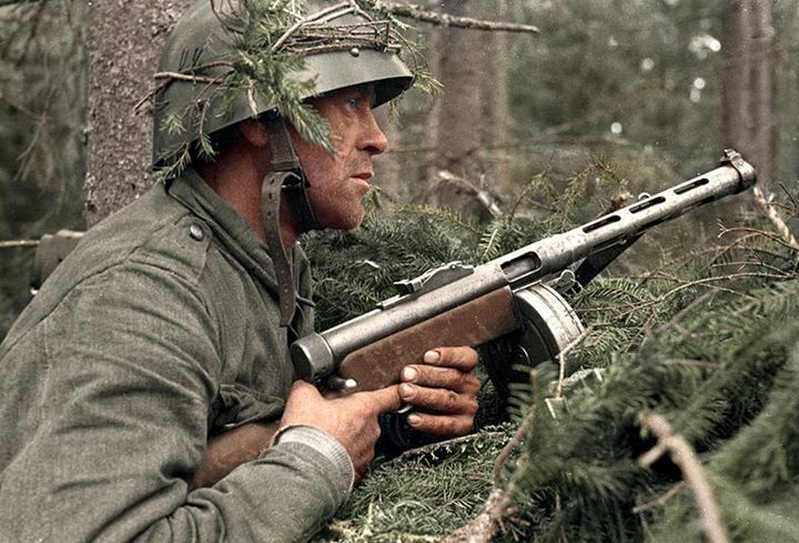 A Finnish infantryman, with his KP/-31 Suomi sub-machine gun during the Battle of Vuosalmi in Karelian Isthmus, Finland as part of the Continuation War, between Finland and the Soviet Union. (1941-1944) July 1944. (Note he wears a Czechoslovakia Vz32/34 helmet)
