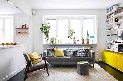 Скандинавский стиль с ярким желтым акцентом. #design #scandinavian #detail #yellow #детали #декор #interior #indetaildesign