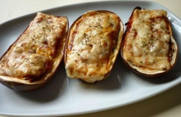 Berenjenas rellenas de tomate, mozzarella y champiñones