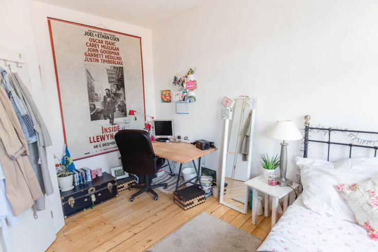 sch ne inspiration f r deine wg zimmer einrichtung arbeitsplatz mit computer gro es poster. Black Bedroom Furniture Sets. Home Design Ideas
