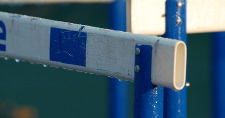 Como construir obstáculos de pista. Obstáculos de pistas são seções móveis de cercas, leves usadas para criar uma barreira ou obstáculo para os competidores durante as corridas. Eles também podem ser usados para exercícios de alongamento ou outros exercícios. Dependendo da finalidade, é possível encontrar obstáculos em uma ampla variedade de tamanhos, fazendo com que a compra de ...