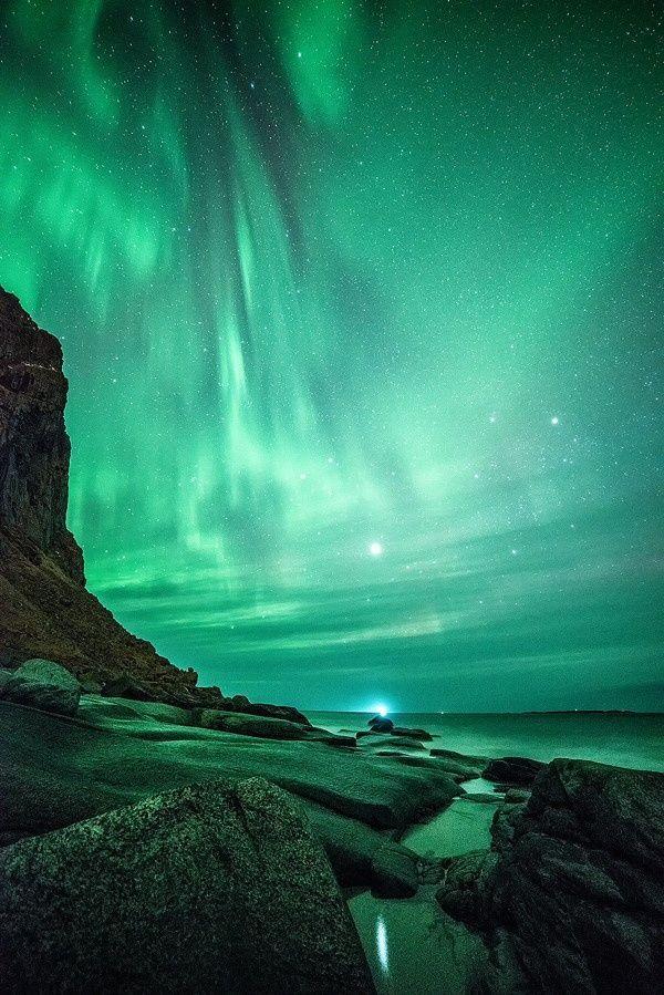 The northern lights at Uttakleiv beach at Lofoten island, Norway