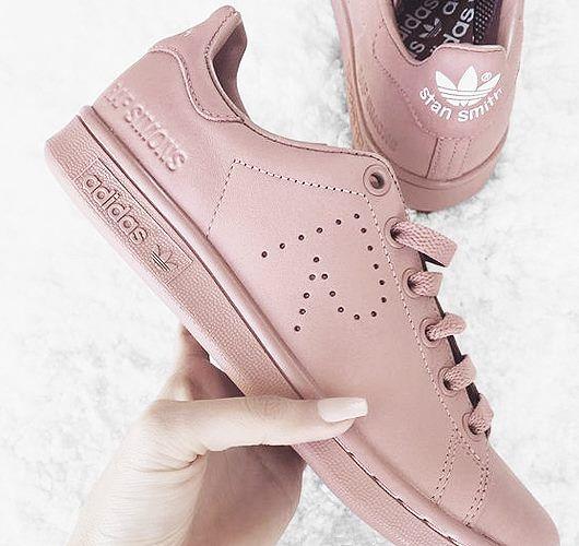 adidas x Raf Simons in Altrosa. Hier entdecken und shoppen: http://sturbock.me/7iC