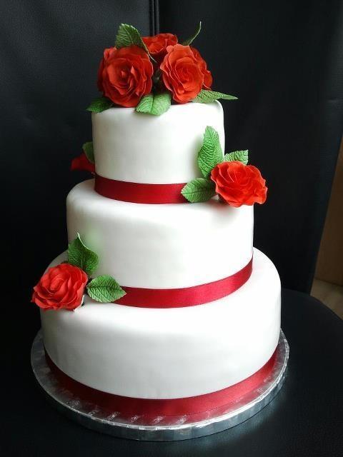 zoiets is tamelijk eenvoudig, maar ook mooi! misschien met iets meer dessin op de taarten...