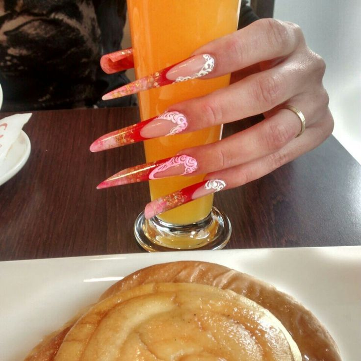 Diferentes tipos de uñas extra largas.  Www.nailsclubespaña.com