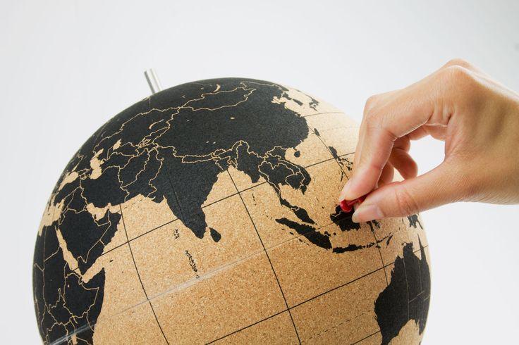 TRAVEL GIFT / CADEAU POUR VOYAGEUR : Cork Globe  #gift #travel #christmas #cadeau #voyage #voyageur #cadeauvoyageur #noel2015 #decoration #mappemonde #worldmap  #design
