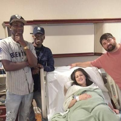 Hot: Couple Accidentally Texts Strangers About Newborn Strangers Show up to Congratulate Them at Hospital