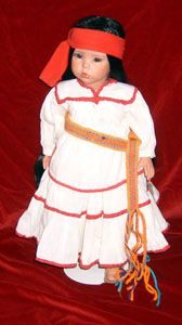 Muñeca con traje típico de Chihuahua, México