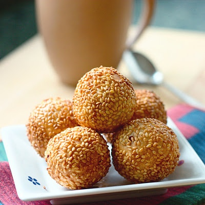 these are my favoritest dim sum food of all time. there is nothing better than sesame balls.