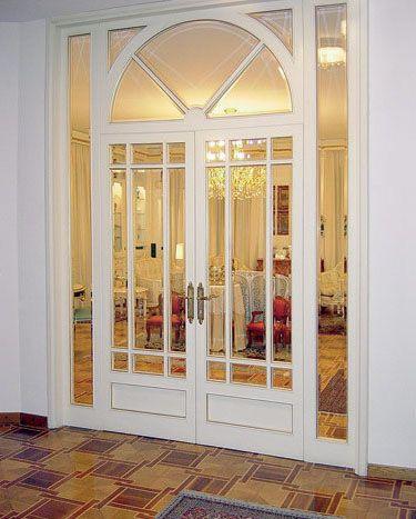 Классическая распашная дверь из двух створок
