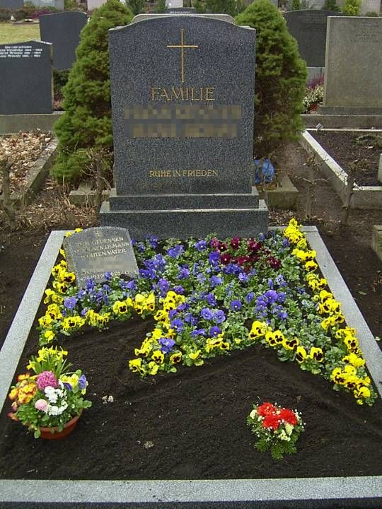 Grabpflege Frühjahrsbepflanzung