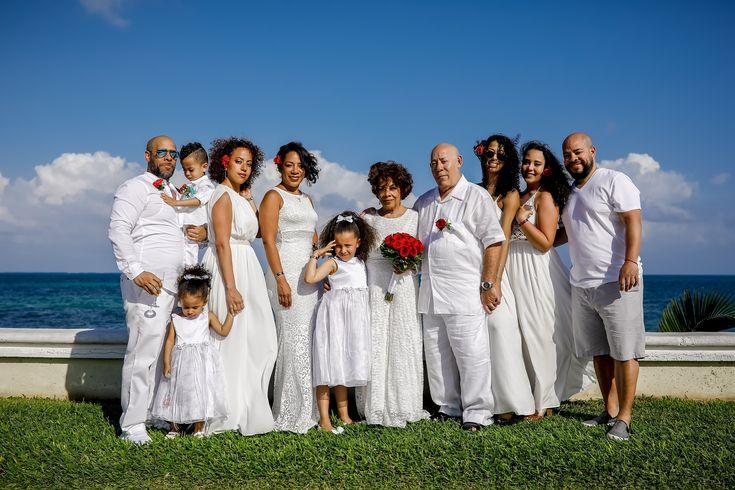 Los padres de Selenis Leyva celebran 50 años de matrimonio y renovan sus votos matrimoniales | The Grand at Moon Palace Cancun