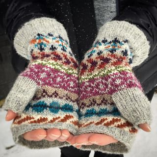 These mittens are made to warm you in colder days… Yarn is Tukuwool Fingering, 100 % Finnish wool which is perfect for fairisle. Pattern includes 10 shades but it works with less colors too but use at least 5 colors to get enough tones - 2 light at the background and 3 - 8 contrast colors. Total weight for the pair is less than 50 g.
