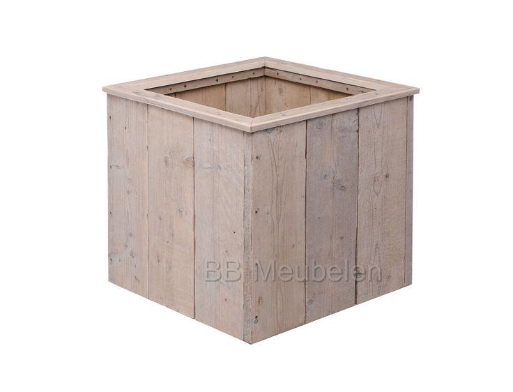 Sfeervolle plantenbak 62x62x62cm gemaakt van gebruikt steigerhout. Deze plantenbakken zijn meerdere malen geschuurd. Om de levensduur te verlengen kunt ervoor kiezen om worteldoek en vijverfolie  aan de binnenzijde aan te laten brengen. Ook is het mogelijk om deze bak te bestellen met zwenkwielen, waadoor u zonder al te veel moeite de plantenbak kunt verplaatsen.  Kortom: De Woody zal uw terras of tuin sfeervol aankleden.